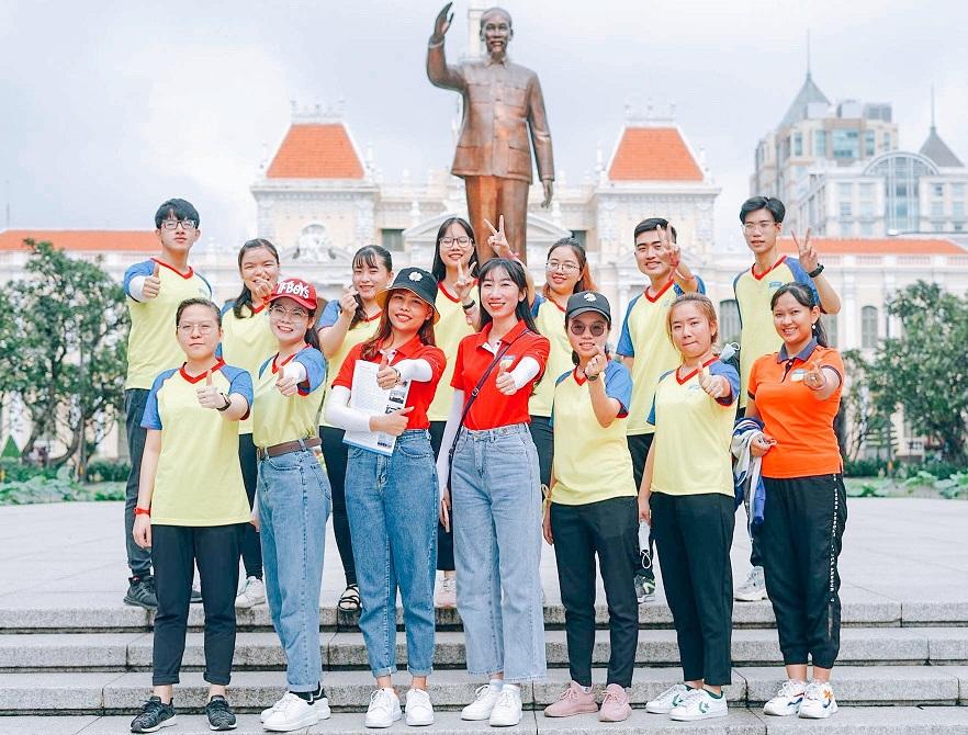 Thêm nhiều kiến thức lịch sử và trải nghiệm qua hoạt động ngoại khóa của Chi bộ 17 tại bảo tàng Hồ Chí Minh