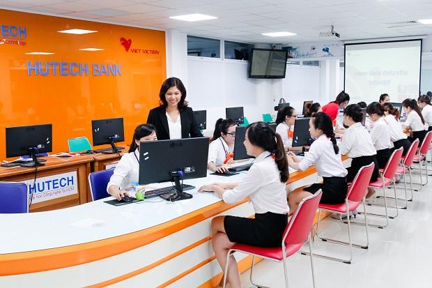 nganh-tai-chinh-ngan-hang-van-khat-nhan-luc-toi-nam-2025