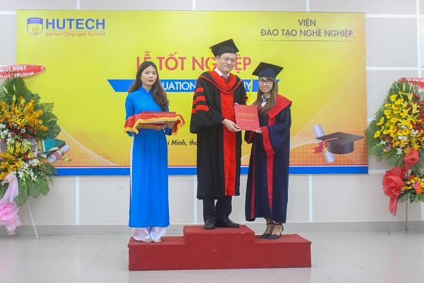 tot-nghiep-ky-su-cu-nhan-thuc-hanh-hutech