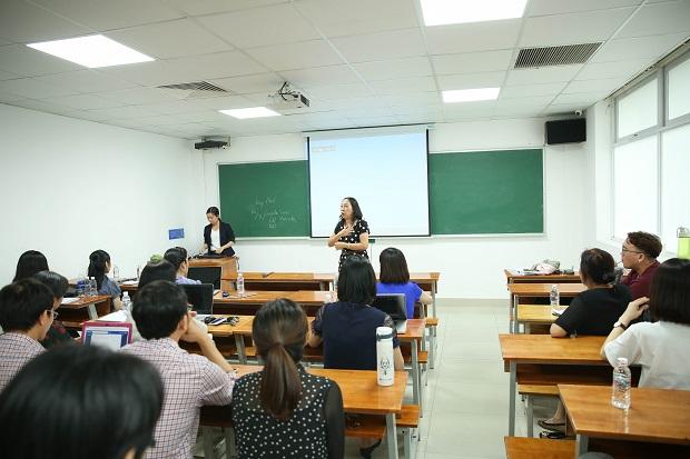 Giảng viên khoa Tiếng Anh thảo luận phương pháp nâng cao hiệu quả giảng dạy môn Reading