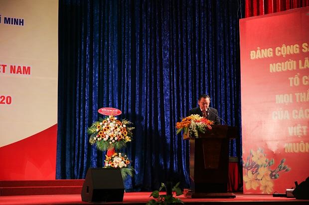 NGƯT.PGS.TS. Cao Minh Thì, GVCC. Nguyễn Quốc Bảo, NGND.GS.TS. Nguyễn Trọng Cẩn được trao tặng Huy hiệu 60 năm và 40 năm tuổi Đảng