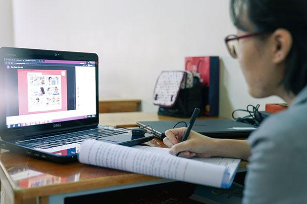 HUTECH tổ chức họp BCS lớp về việc học Online và triển khai các hoạt động, phong trào