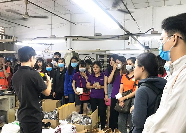 Sinh viên ngành Công nghệ dệt may tham quan thực tế tại Công ty giày Mai Thị