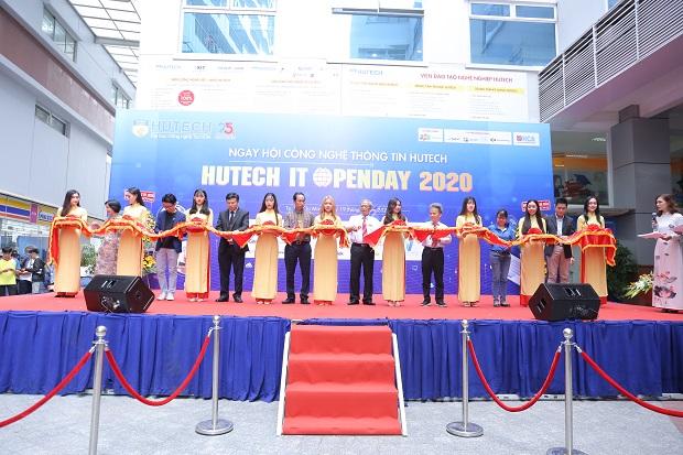 """HUTECH IT Open Day 2020 - Sôi nổi """"sàn giao dịch"""" kết nối sinh viên và doanh nghiệp thời kỳ 4.0"""