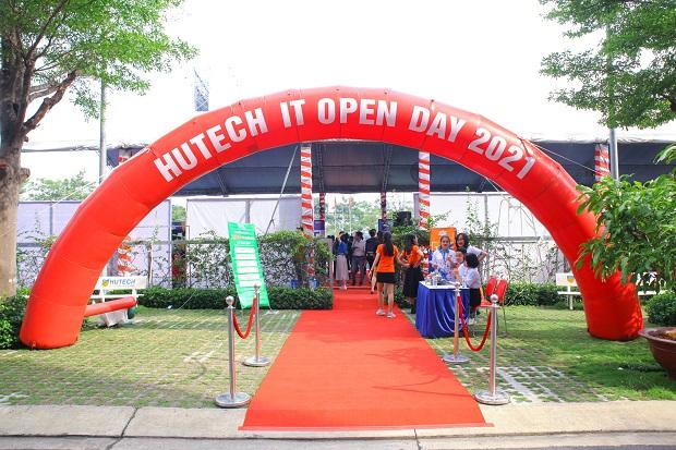 """""""Sàn giao dịch"""" việc làm HUTECH IT Open Day 2021 chính thức khai mạc với hơn 3000 vị trí tuyển dụng"""