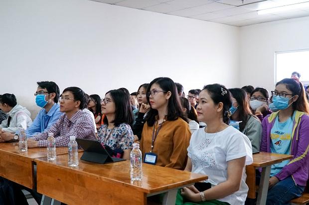 Khoa Tiếng Anh tổng kết phong trào NCKH năm học 2019 - 2020 và sẵn sàng cho năm học mới