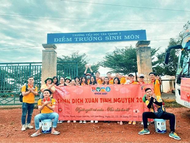 """Sinh viên Khoa Luật ghi dấu mùa xuân tại Lâm Đồng với chiến dịch """"Người người vui xuân - Nhà nhà ấm Tết"""""""