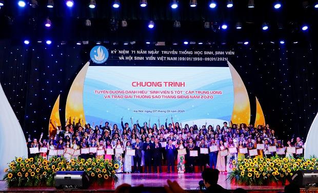 """56 cá nhân, 4 tập thể """"Sinh viên 5 tốt"""" cấp Trung ương và 01 """"Sao Tháng Giêng"""" của HUTECH được vinh danh tại Hà Nội"""