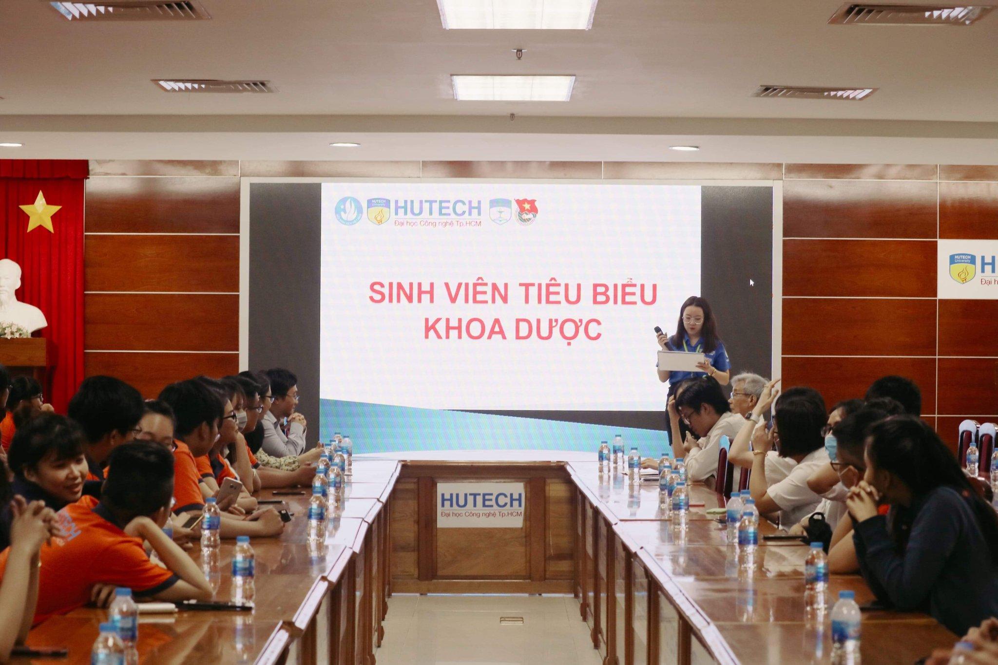 76 sinh viên khoa Dược HUTECH đạt danh hiệu sinh viên tiêu biểu năm học 2019 - 2020