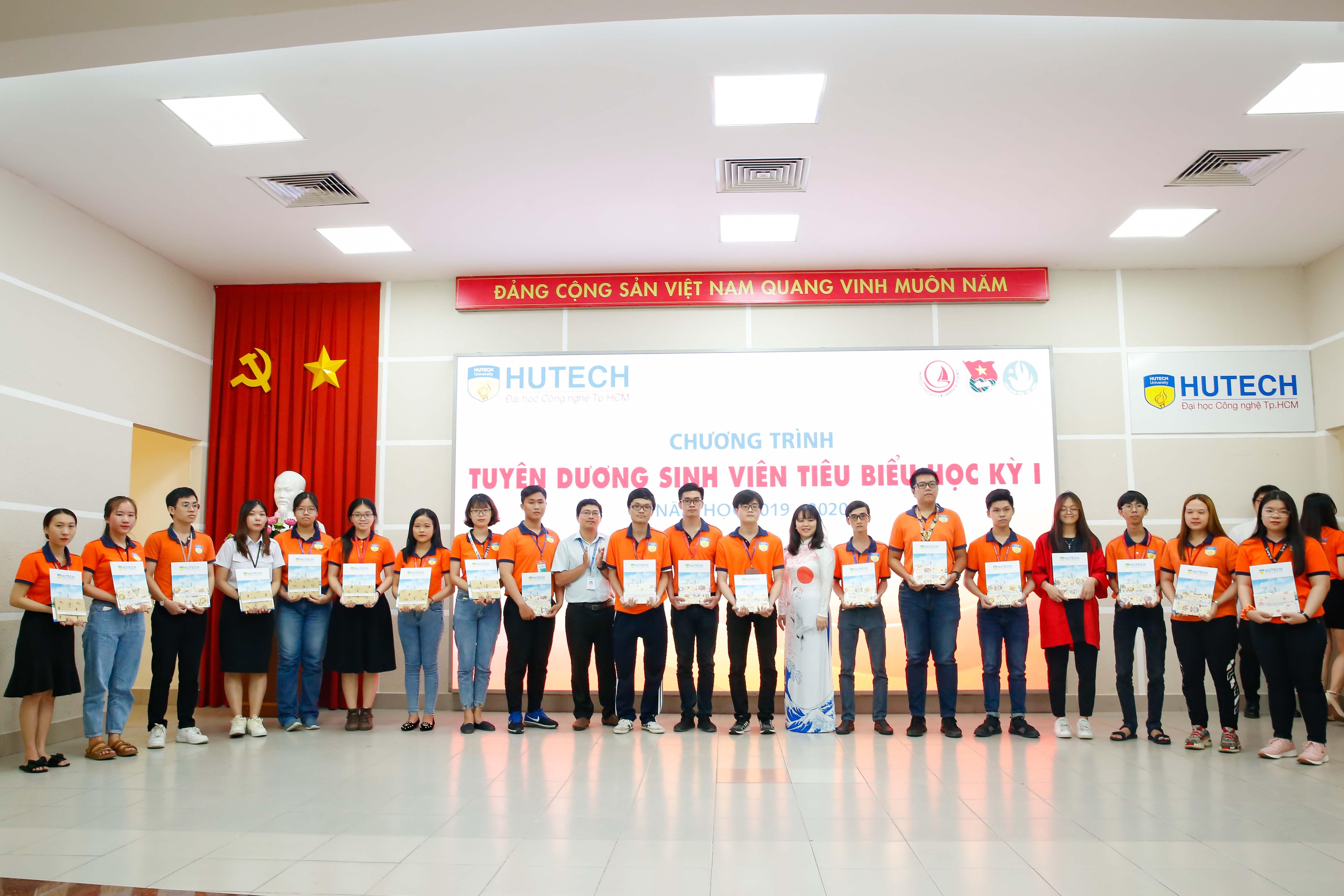 HUTECH - Khoa Nhật Bản học tuyên dương, khen thưởng sinh viên tiêu biểu HKI, năm học 2019 - 2020