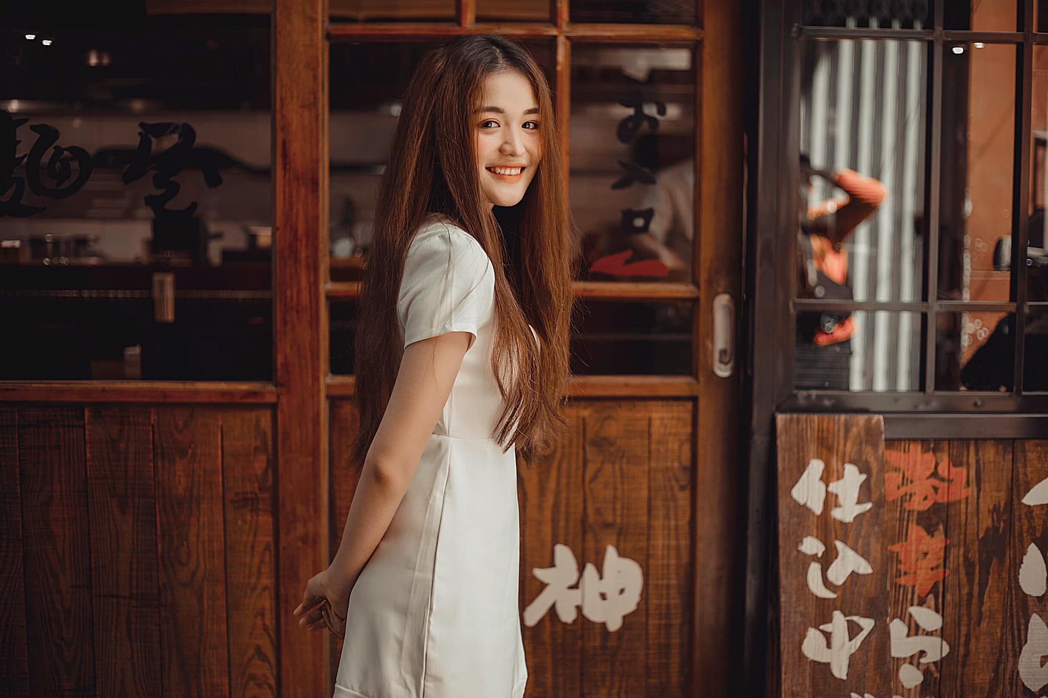 Nữ sinh Hutech xinh đẹp, tài năng và giàu lòng nhân ái