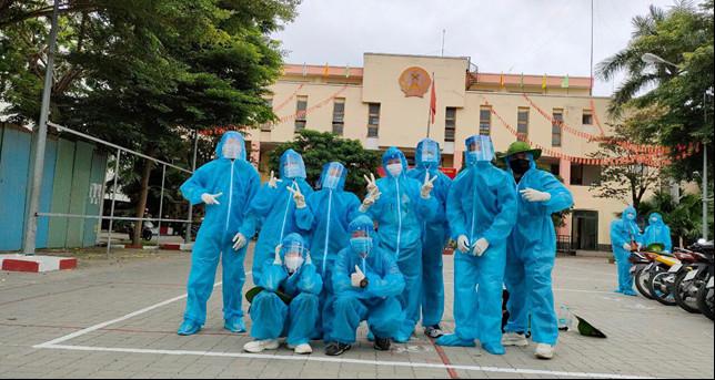 Sinh viên Viện Khoa học Ứng dụng HUTECH tham gia đội hình hỗ trợ phòng chống dịch của Thành phố