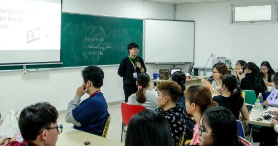 """Sinh viên HUTECH tìm hiểu cách phát triển nghề nghiệp với """"Bệ phóng Việt Nam Digital 4.0"""""""