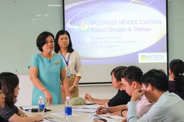 HUTECH lecturers study methods to build ideas and support student startup projects