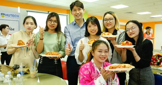 """3 kiểu giảng đường khiến bạn """"phải lòng"""" ngành Ngôn ngữ Hàn Quốc tại HUTECH"""