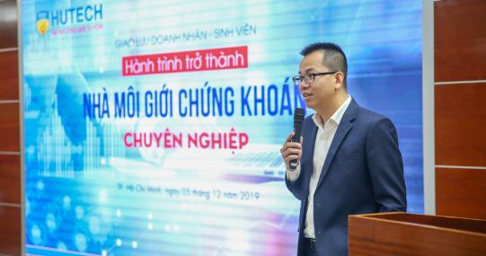"""Doanh nhân Hoàng Tân truyền động lực cho sinh viên HUTECH: """"Đừng nghĩ chúng ta nhỏ bé"""""""