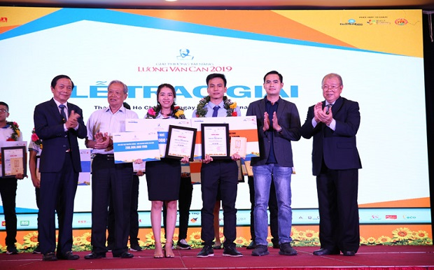 HUTECH students won second prize at Luong Van Can Talent Award 2019