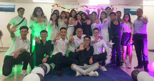 Prom party ấm áp cùng những kỷ niệm thanh xuân xúc động của sinh viên Luật HUTECH