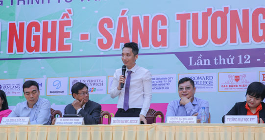 """Khai mạc chương trình Tư vấn tuyển sinh """"Đúng ngành nghề - Sáng tương lai"""" 2020 tại trường THPT Phú Nhuận"""