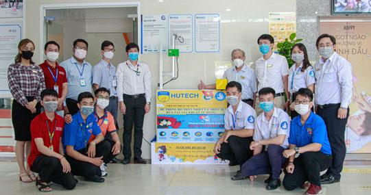 Hệ thống đo thân nhiệt tự động của sinh viên HUTECH được ứng dụng rộng rãi tại trường