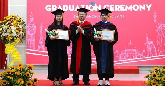 Lễ tốt nghiệp và trao bằng Thạc sĩ, Cử nhân, Kỹ sư các chương trình đào tạo quốc tế: Trang trọng và nhiều cảm xúc!