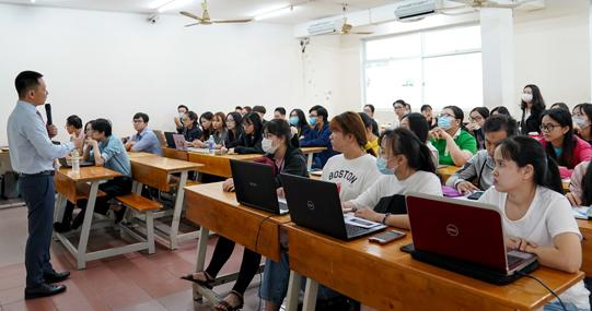 Khoa Dược tổ chức tập huấn tăng cường kỹ năng nghiên cứu khoa học cho sinh viên