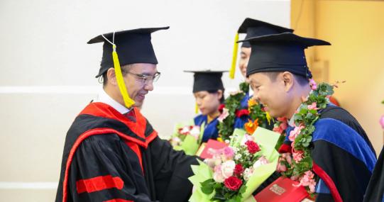 HUTECH trao bằng tốt nghiệp cho 02 Tiến sĩ và 205 học viên tốt nghiệp Thạc sĩ