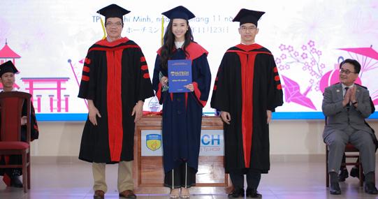 Khóa đầu tiên của chương trình Đại học chuẩn Nhật Bản tốt nghiệp