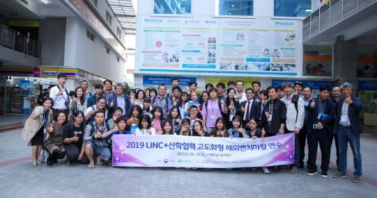 Viện Khoa học xã hội & Nhân văn làm việc với LinC+, mở ra cơ hội học tập và làm việc cho sinh viên