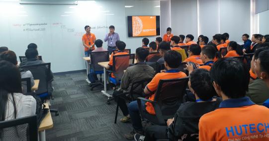 Sinh viên Khoa Công nghệ thông tin tham quan thực tế công ty FPT IS