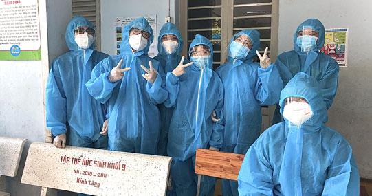 Sinh viên Viện Đào tạo Quốc tế HUTECH góp sức đẩy lùi dịch bệnh