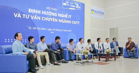 Đại diện nhiều doanh nghiệp IT hàng đầu cùng định hướng nghề nghiệp cho sinh viên HUTECH