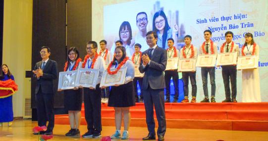 Sinh viên HUTECH ứng dụng vi khuẩn lactic giành giải Nhất NCKH cấp Bộ