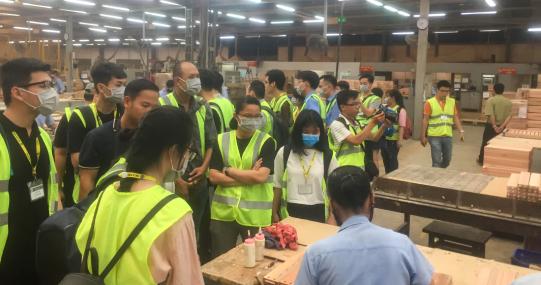 Sinh viên Kiến trúc - Mỹ thuật tìm hiểu về sản xuất đồ gỗ tại công ty ScanCom
