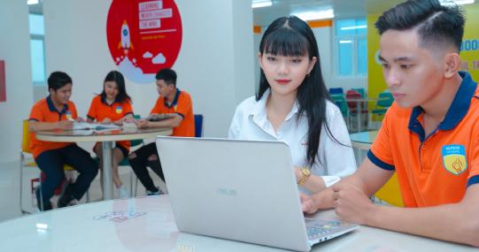 Sinh viên HUTECH cập nhật địa chỉ email cá nhân chuẩn bị cho kỳ thi kết thúc học phần Học kỳ 1A
