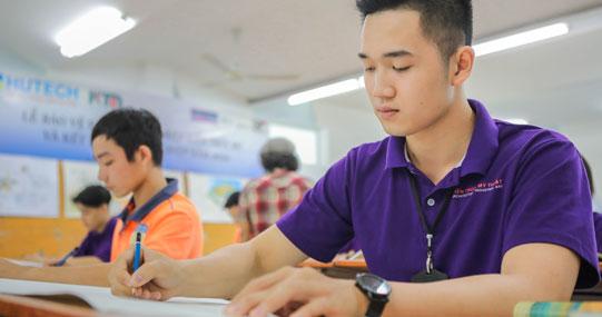 HUTECH tổ chức lớp ôn tập trực tuyến cho thí sinh tham gia kỳ thi Năng khiếu Vẽ