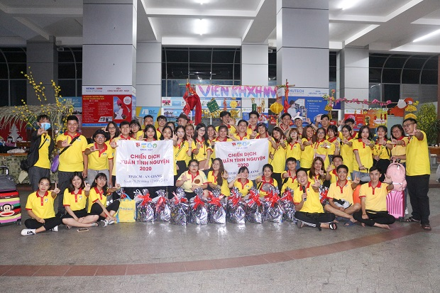 Spring Volunteer Campaign 2020 of students from Faculty of Law – Many meaningful activities on the last days of the year