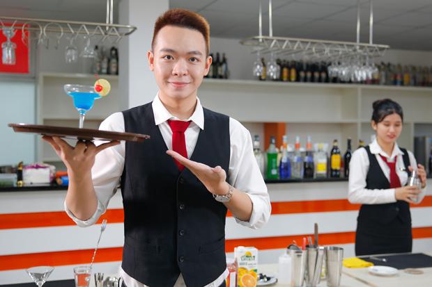 Chưa tốt nghiệp, sinh viên HUTECH đã vận hành nhà hàng khách sạn 5 sao