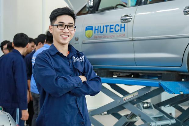 Đại học HUTECH 'chơi lớn', mua ôtô để sinh viên thực hành